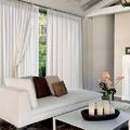 casa arredata con divano e tendaggi