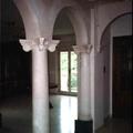 colonne e archi in gesso