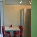 completi di arredamento, tavolo e lampada