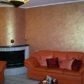 decorazione con pittura iridiscente in un salotto