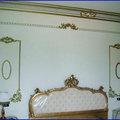 decoro in una parete letto stile barocco