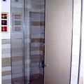 doccia con pannelli in cristallo