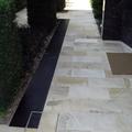 Esterno in pietra naturale e marmo.