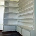 Libreria -porta cd angolare in cartongesso con sportelli in legno