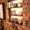 nicchia su muro in pietra locale