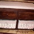 Panca in legno con cassetti e cesti
