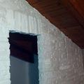 paretina con rivestimento con finta pietra realizzata in gesso