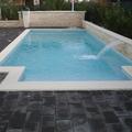 Piscina 8 x 3 con scala rettangolare e lama d'acqua