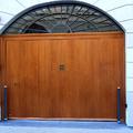 Porta basculante in legno