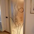 porta in vetro decorata