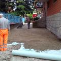 preparazione copertura fogne per pavimento autobloccante
