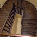 Rivestimento scala in legno + ringhiera tornita in legno