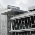 Torre in acciaio e vetro