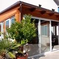 Veranda in legno e infissi