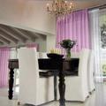 villa arredata con sedie sfoderabili e tende e sopratende