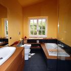 Bagno moderno e funzionale in un casale di campagna