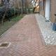 Autobloccanti+pavimento marciapiede in ciotoli di marmo