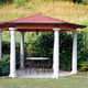 Gazebo con colonne e pavimento in granito