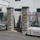 Pilastri prefabbricati rivestiti in sasso naturale
