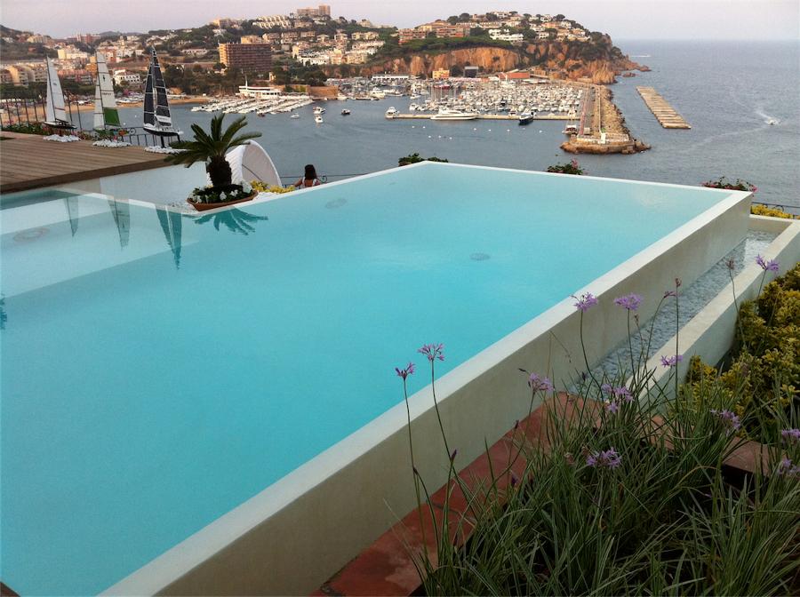 Foto rivestimento piscina di cemento cerato 540790 for Rivestimento piscina