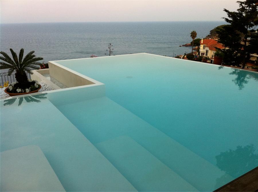 Foto rivestimento piscina di cemento cerato 540791 for Rivestimento piscina