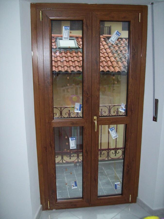Foto portafinestra pvc pellicolato legno di serramenti la - Costo porta finestra pvc ...