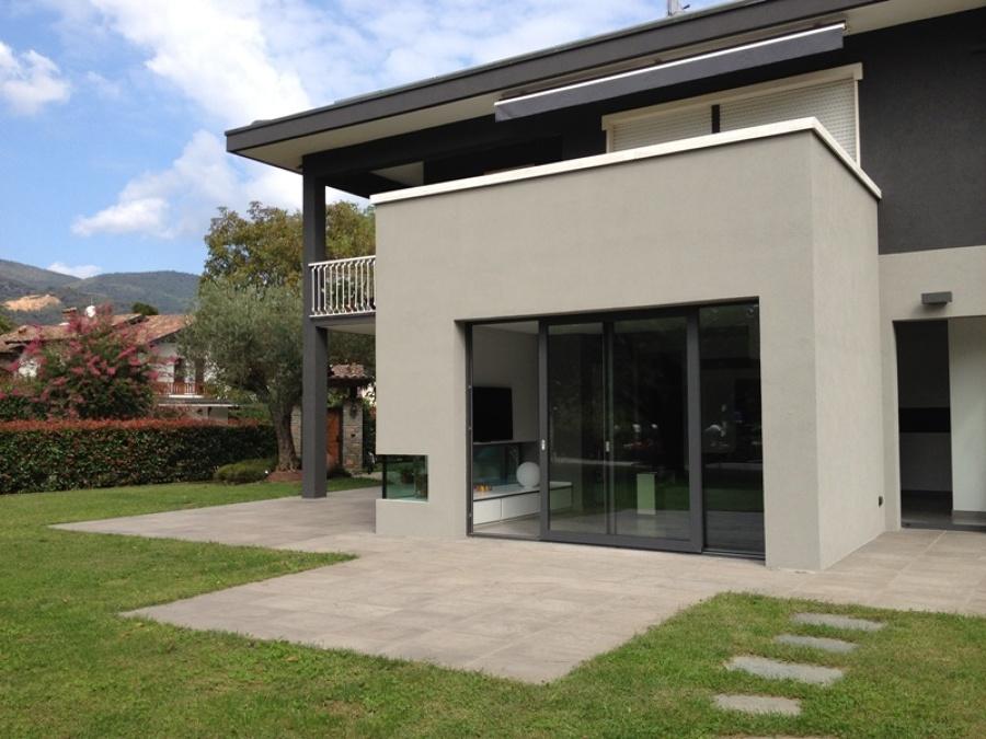 Ristrutturazione villa e progettazione giardino con piscina