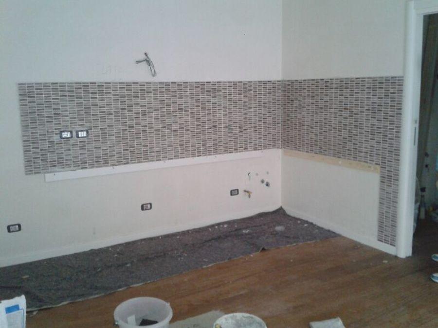 Foto posa rivestimento cucina di project home s r l for Posa alzatina cucina