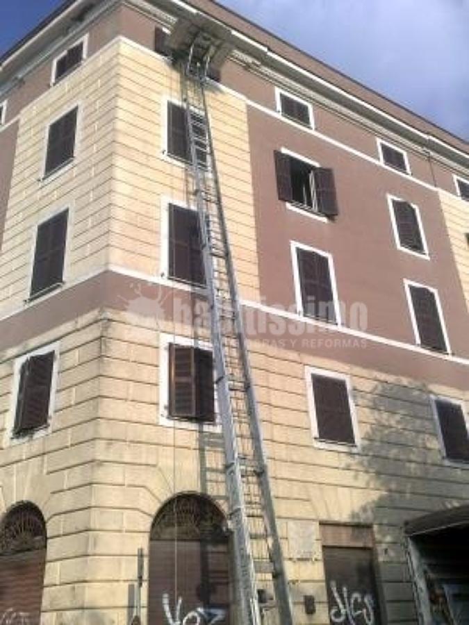 Foto magazzini custodia mobili noleggio piattaforme for Magazzini mobili