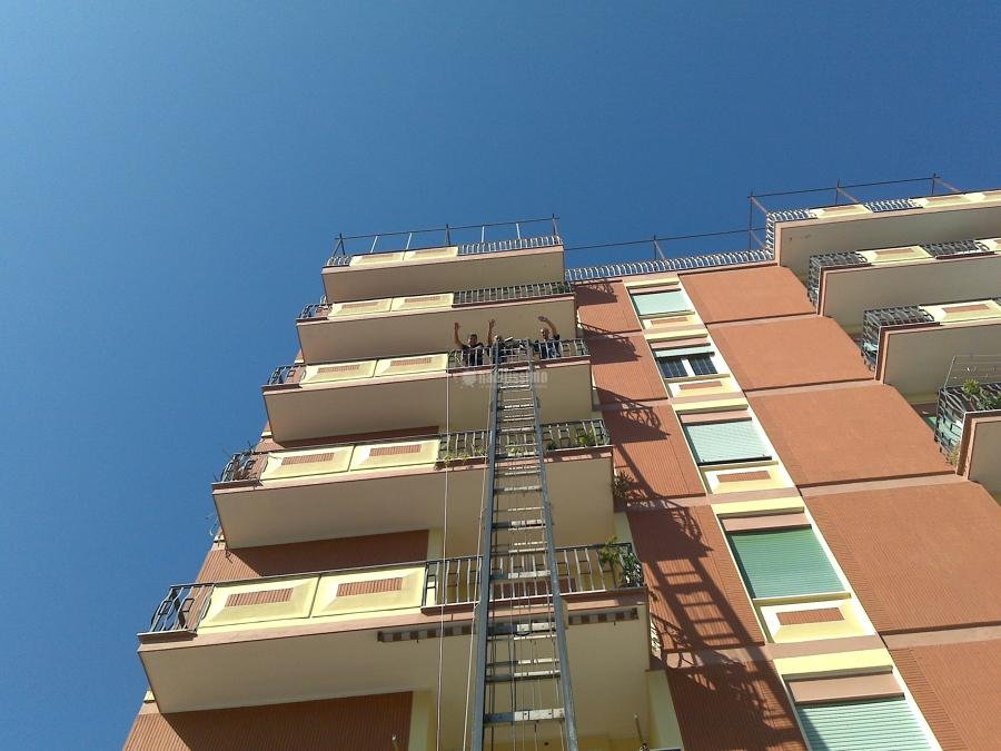 Foto magazzini custodia mobili traslochi appartamenti for Magazzini mobili