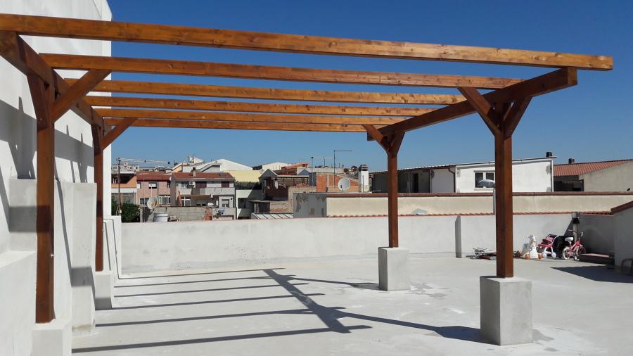 Pergolato in legno su terrazzo, struttura