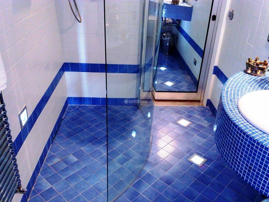 Foto ristrutturazione bagno blu di impresa edile tincu - Mosaico blu bagno ...