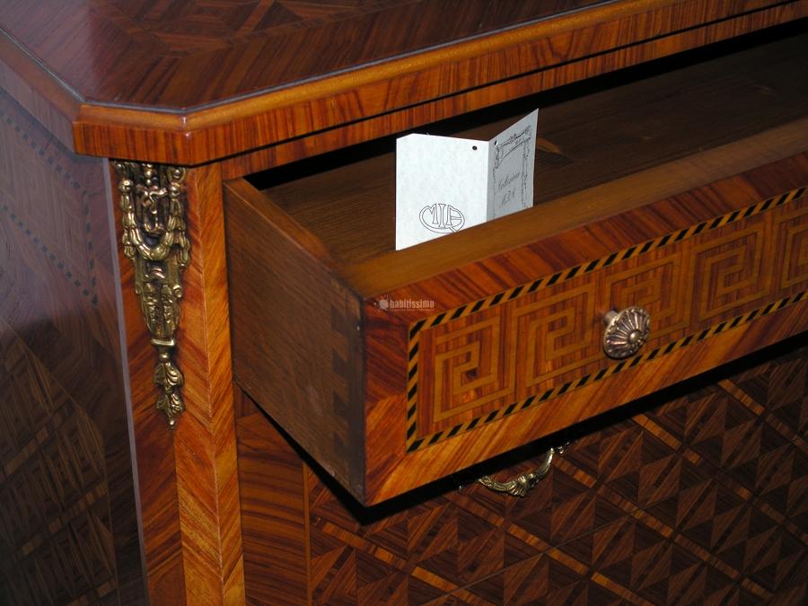 Foto mobili com epoca di mia mobili intarsiati for Negozi mobili como
