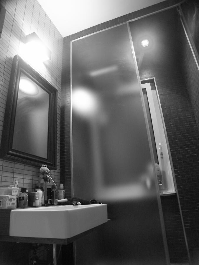 Bagno/sauna in cristallo e cromoterapia