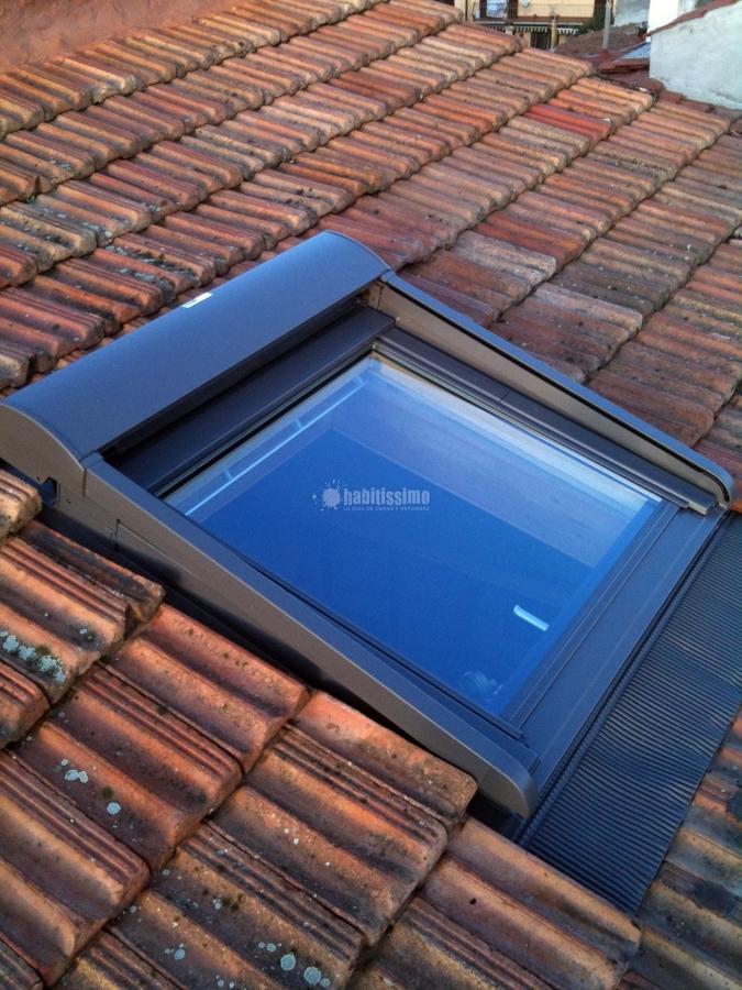 Foto infissi legno finestre velux lucernari velux di for Finestre velux foto