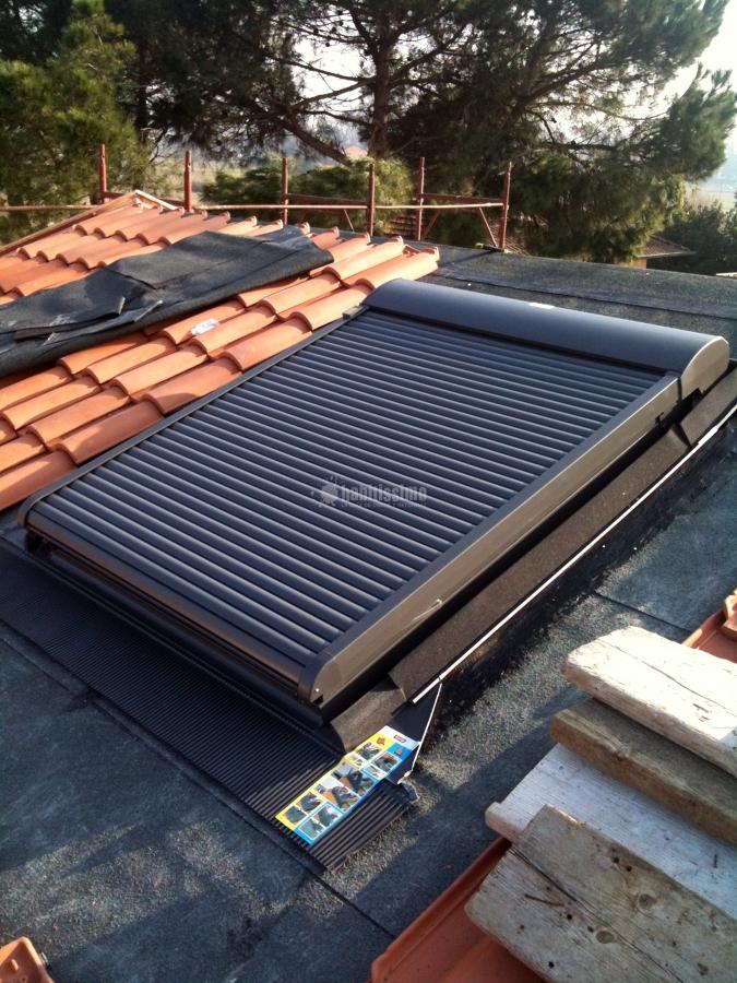 Foto infissi legno tunnel solare velux tende velux di for Finestre velux rimini