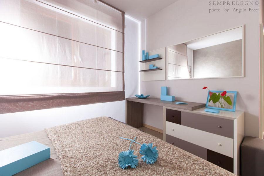 Foto como scrivania e mensole su misura per camera da - Mensole per camera da letto ...