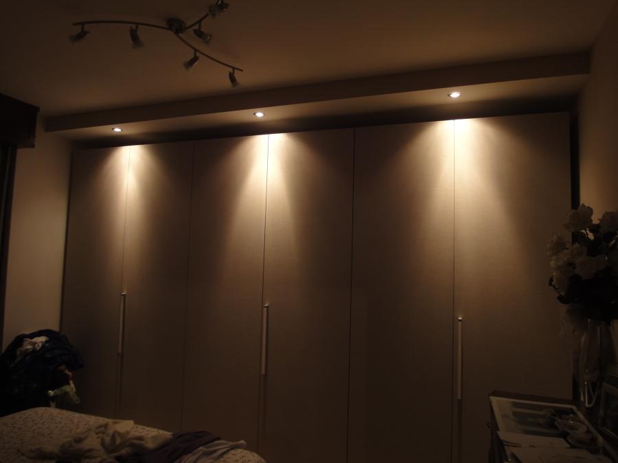 Casa moderna roma italy abbassamento in cartongesso for Faretti camera da letto