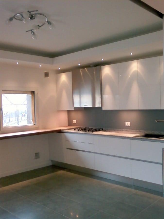 Idee illuminazione ingresso design casa creativa e for Faretti casa classica