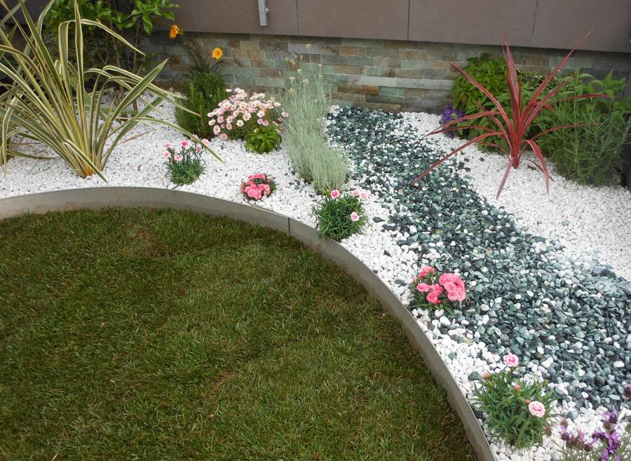 Pavimento Con Ghiaia: Pavimenti in ghiaietto lavato per esterni.
