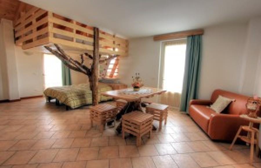 camera con albero