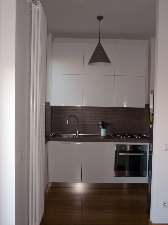 Foto ampliamento vano angolo cottura per inserimento minicucina di ltgg studio 129758 - Cucina nascosta ...