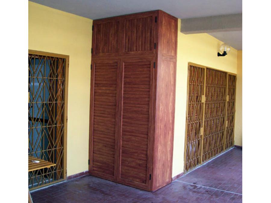 Foto armadio dispensa di zizzo infissi e serramenti for Armadio portascope in legno ikea