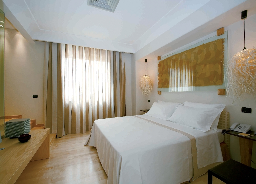 Foto arredo suite hotel di leonardo design srl 114007 for Arredo hotel trento
