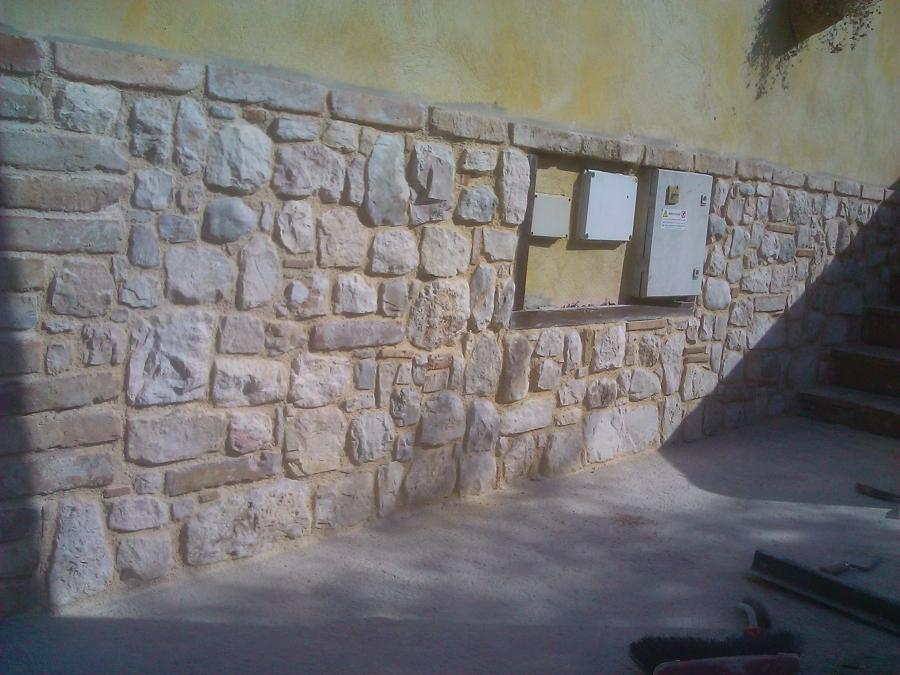 Foto zoccolatura in pietra mista e mattoni di impresa for Mattoni e pietra americani