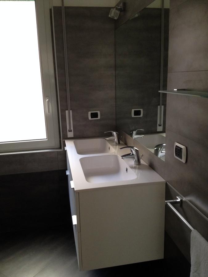 Foto bagno con gres porcellanato di zappino costruzioni - Bagno gres porcellanato ...