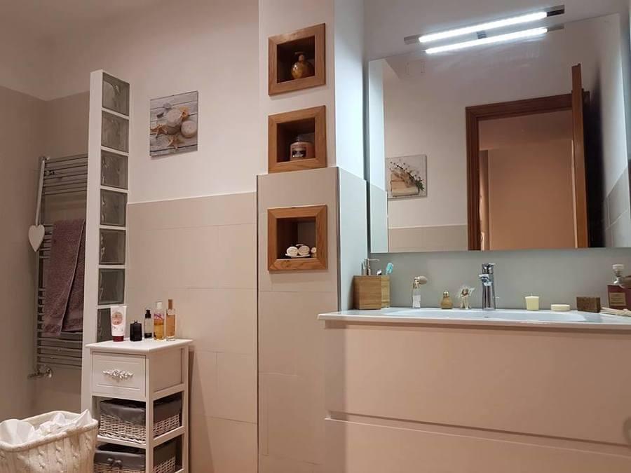 bagno-con-incassi-in-legno-realizzati-da-noi-687895.jpg