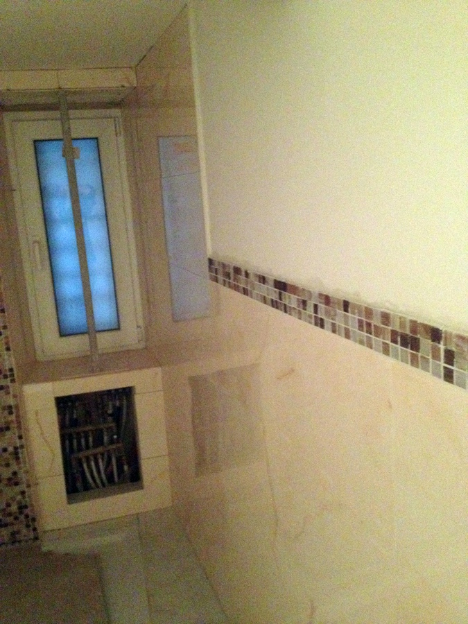 Foto bagno con la cornice di mosaico di zappino - Striscia di mosaico in bagno ...