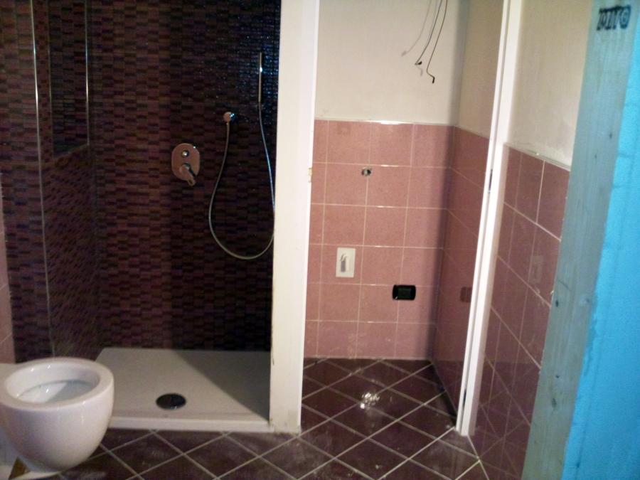 Foto bagno con porta filo muro modugno de impresa edile - Porta a filo muro prezzi ...