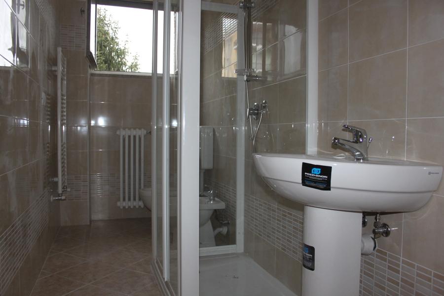 Foto bagno con sanitari dolomite di ristrutturazioni - Sanitari bagno dolomite ...